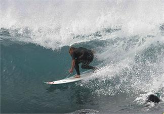 CONOCE LA PRIMERA ESCUELA DE SURF EN ESPAÑA