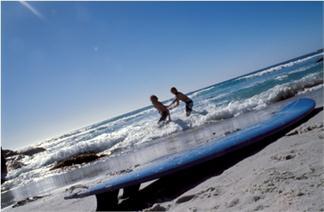 CAMPAMENTO DE SURF EN JULIO