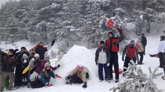 Raquetas de nieve + construcción de iglú