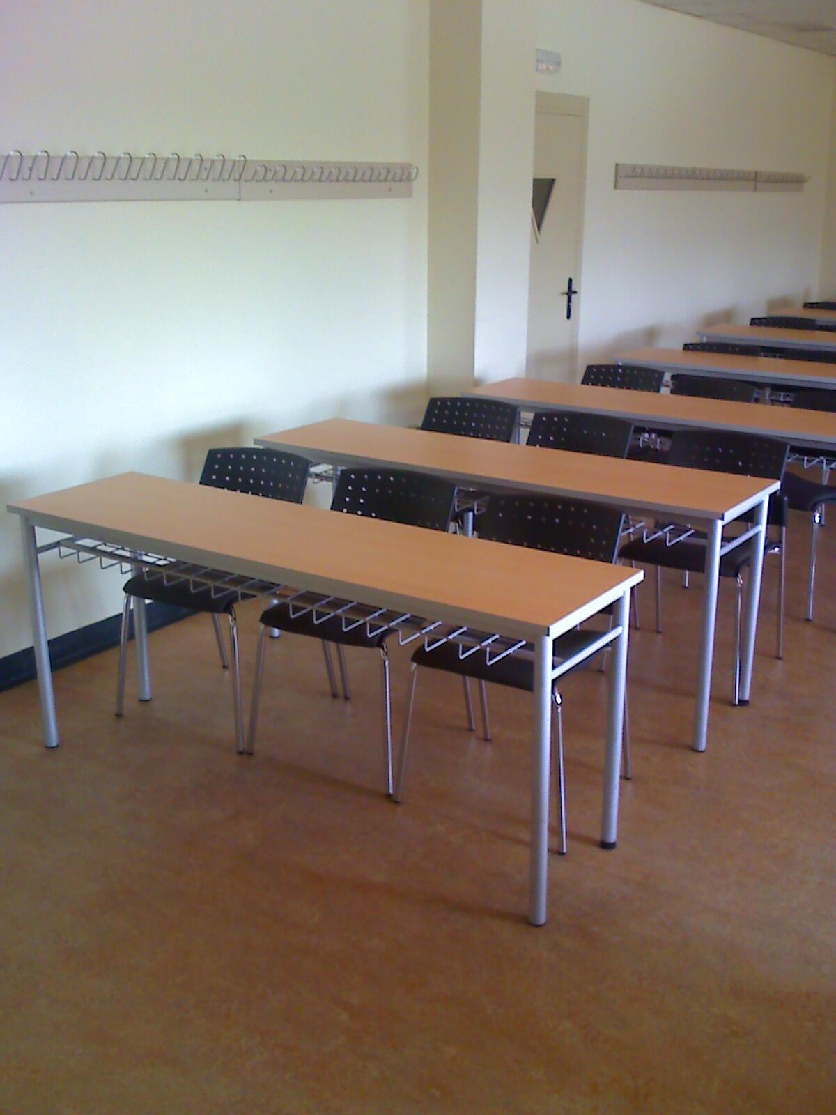 INSTALACIu00d3N DE MESAS Y PUPITRES PARA AULAS - - Mesas y sillas - Mundo ...